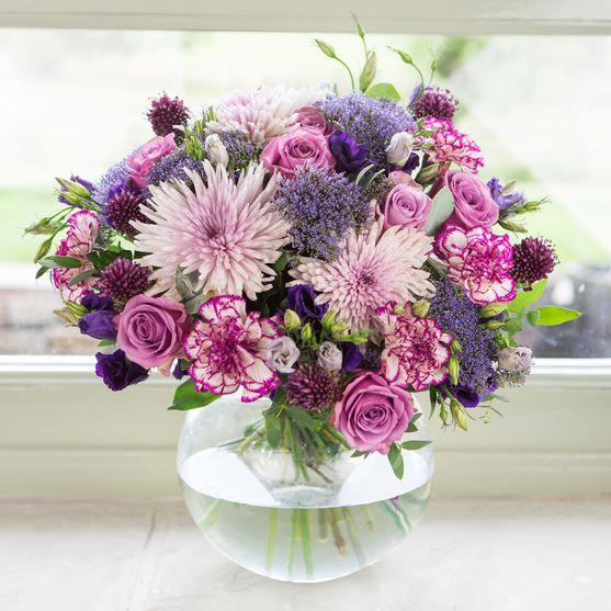 Chrysanthemum With Round Vase
