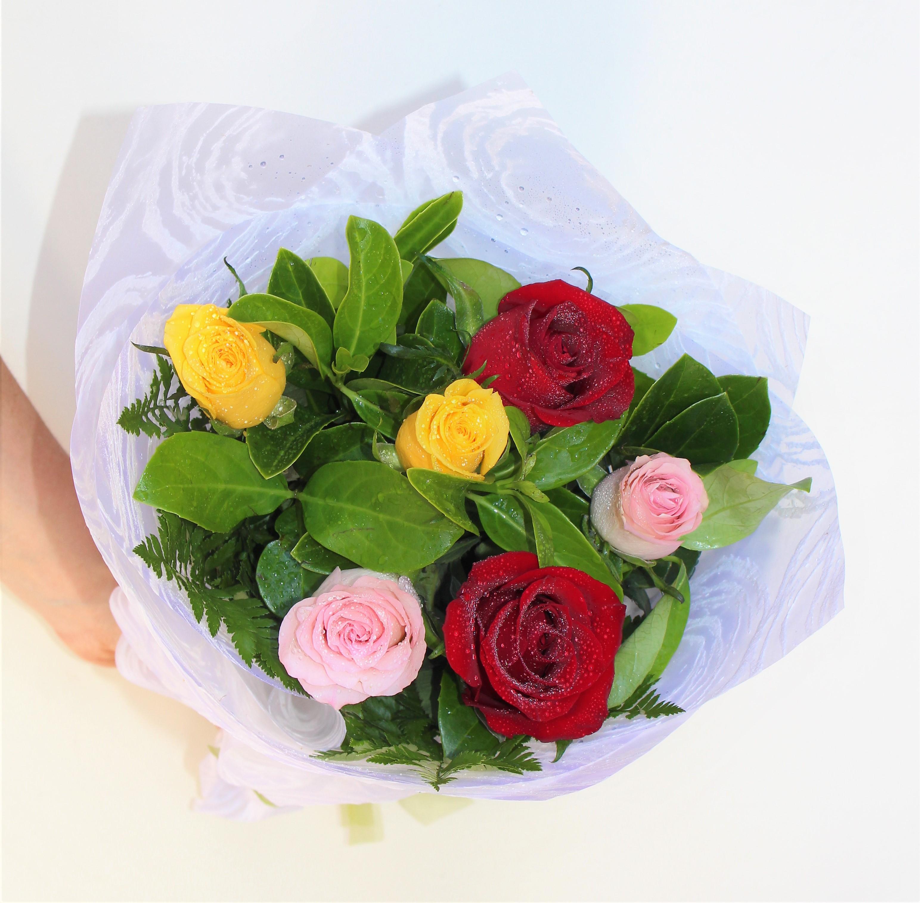 Fresh Aura 6 Mix Roses Bouquet