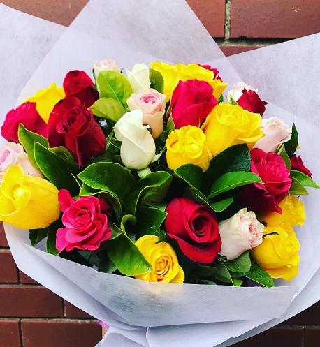 Send Vibrant Roses Bouquet Online to Melbourne