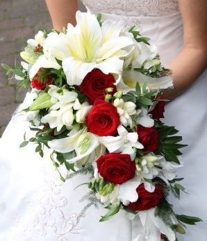 Order Lilies and Roses Wedding Bouquet Delivery Melbourne