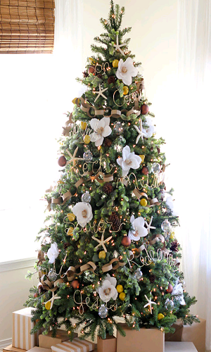 Christmas Tree Decoration With Flowers